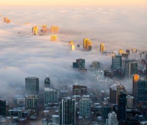 contaminación ambiental en ciudad con edificios cardiologo cartagena